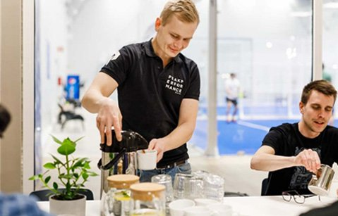 Kuva Padel Tampereen yritysasiakastilaisuudestaa
