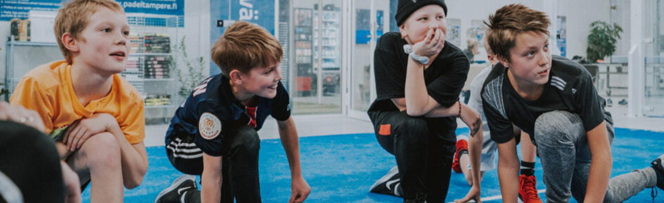 Padel Tampere -junioripelaajia